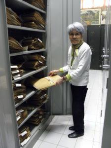 標本室には丁寧に標本された植物が収められている