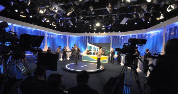 17日のマリーナ氏とボウソナロ氏の討論(RedeTV)