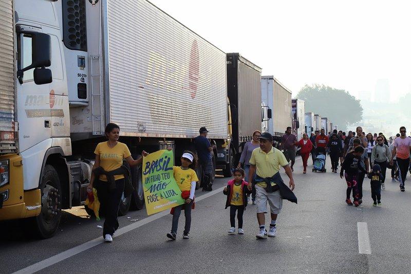 今年5月にブラジル全土で発生したトラックストの様子(Roberto Parizotti)