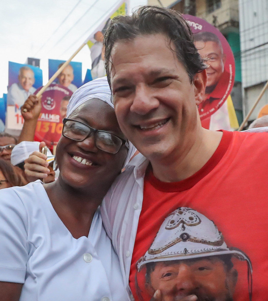ルーラ氏の出馬可否が確定するまでは副として選挙活動中のフェルナンド・ハダジ氏(21日、バイア州にて、Ricardo Stuckert)