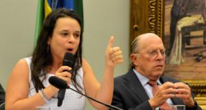 16年3月、ジウマ大統領罷免審議の際のジャナイーナ氏とレアレ氏(Fabio Rodrigues Pozzebom/Agência Brasil)