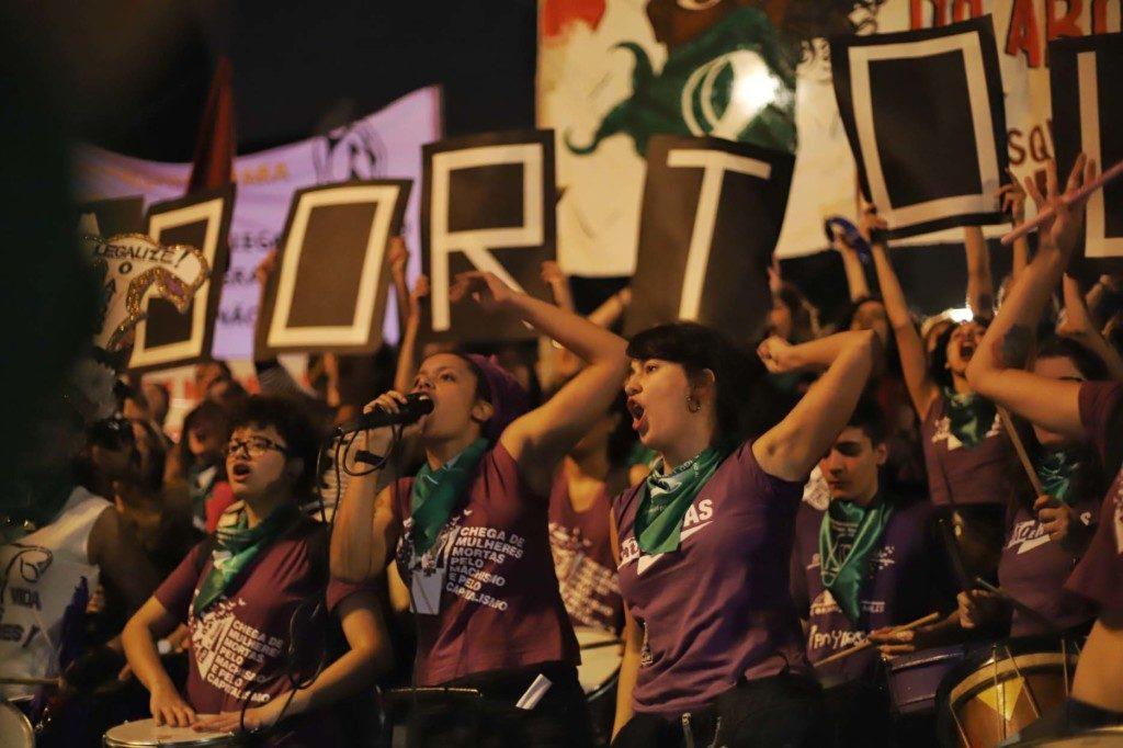 サンパウロ市ルーズベルト広場で行われた妊娠中絶合法化を求めるマニフェスタソン(Roberto Parizotti)