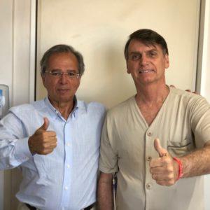 23日、ゲデス氏(左)とボウソナロ氏(@jairbolsonaro)