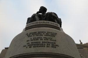 「独立100周年を記念してイタリア系コロニアが寄贈」と明記されている