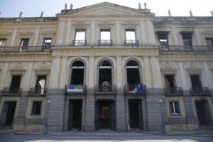 国立博物館の建物の正面は残ったが、内部は屋根、床板など全て焼け落ちている。(Tomaz Silva / Agencia Brasil)
