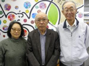 来社した江沢さん、山田絵画展委員長、加藤さん