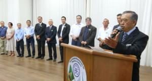式典で挨拶を述べる田村会長