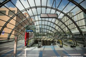 サンパウロ市地下鉄5号線は、昨年9月以降9駅延伸し、今年10月にようやく1号線、2号線と終日連結した。(写真は5号線のモエマ駅・Estação Moema/Metrô)