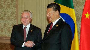 今年7月に会談した、中国の習近平国家主席(右)とブラジルのテメル大統領(左)(Cesar Itibere/PR)