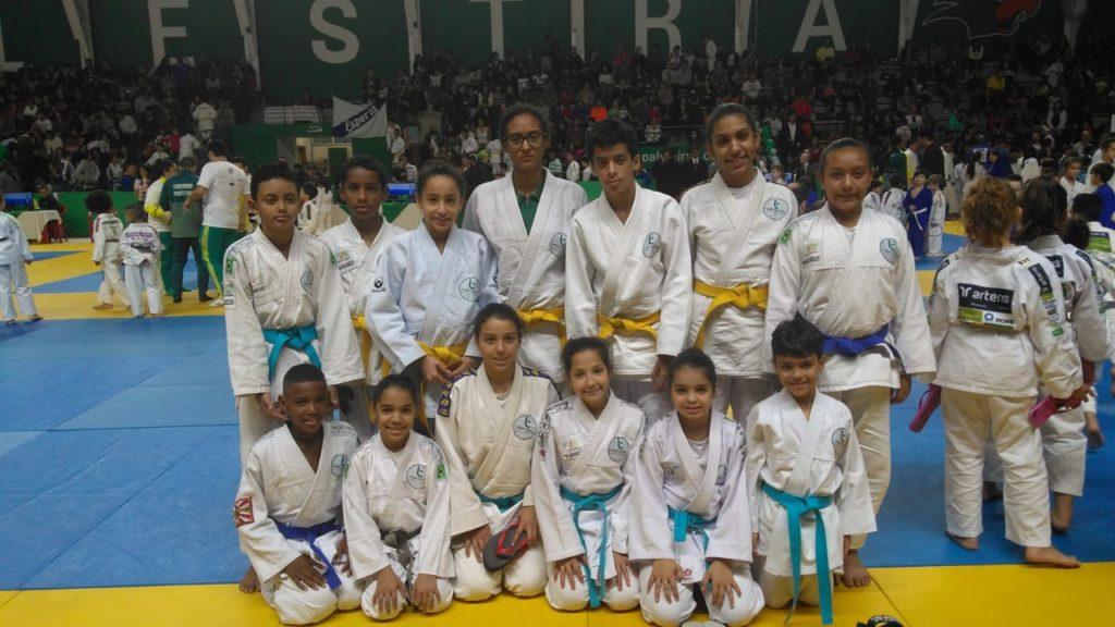 CEUで柔道を学ぶ生徒たち