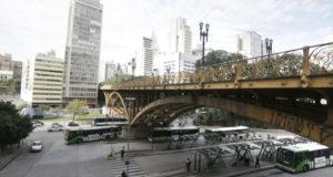 サンパウロ市は多くの高架橋が建っている(Cesar Ogata/SECOM)