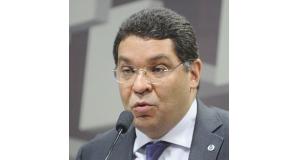 マンスエト・アルメイダ国庫庁長官(Agencia Senado)