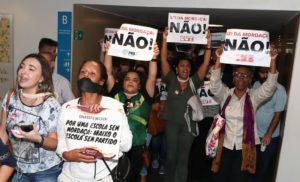 10月31日の下院での同法案抗議デモ(Lula Marques)