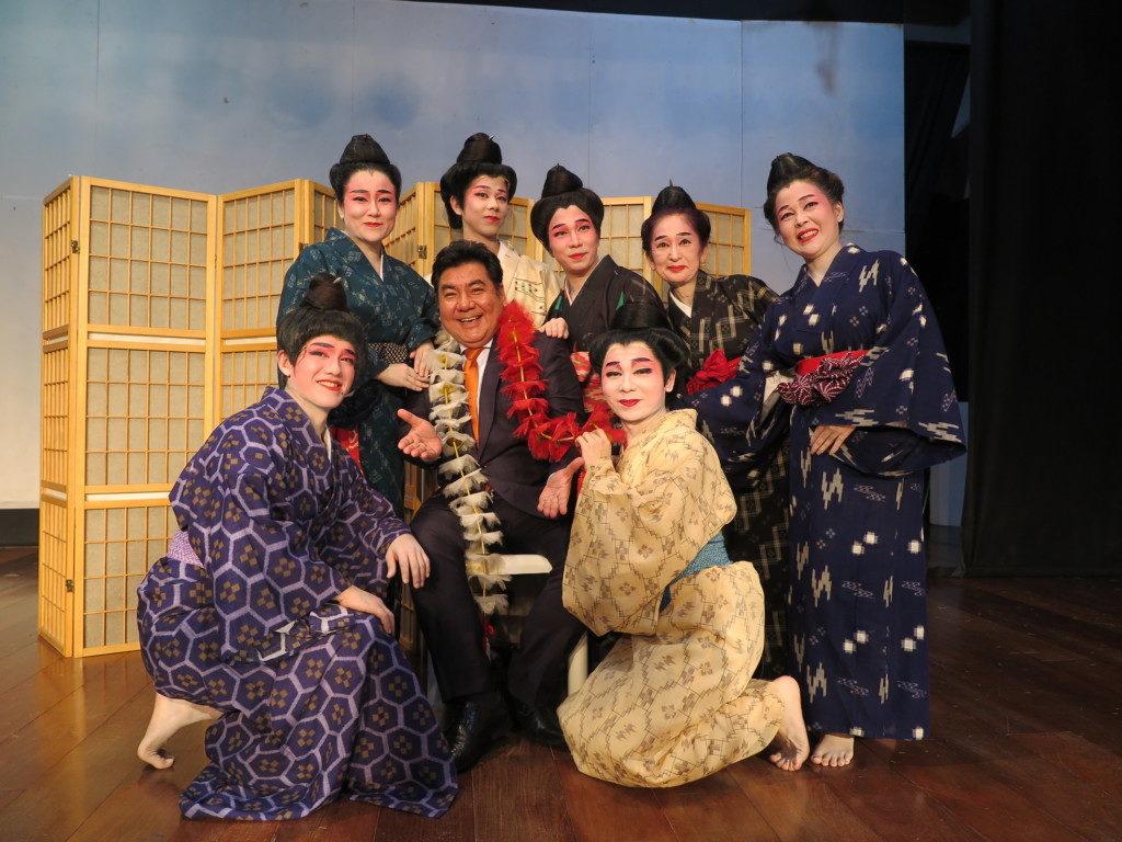 上原テリオさん(中央)と、その右が斎藤悟さん、出演者の皆さん