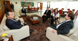 18日、不在のテメル大統領に代わって、1日大統領職務を代行したマイア下院議長(Alan Santos/PR)