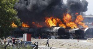 燃え盛るタンク車(Tomaz Silva/Agência Brasil)