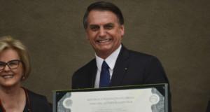 ローザ・ウェベルTSE長官とジャイール・ボウソナロ氏(右)(Valter Campanato/Ag. Brasil)