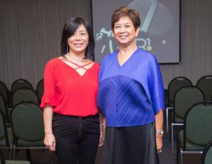 左から岡本教授、マリア・リガヤ・アベレダ・藤田大使夫人(提供写真)