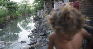 上下水道やゴミ回収などの基本的なサービスが受けられていない人も多い(イメージ映像、Fernando Frazão/Agência Brasil)