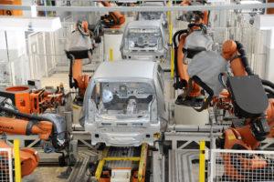労務裁判に困って、ロボットによる組み立て工程が増えたフォルクスワーゲンの工場(Foto: Imprensa Volkswagem 21/01/2014)