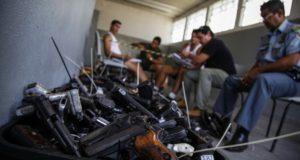 アマゾナス州で押収された、大量の違法な銃(参考画像・Raphael Alves/TJAM)