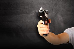 拳銃を持つ手(参考写真)