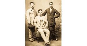 ヘンリー・シュネル(右端)と移民団のメンバー(名前不明)(ARC提供写真)