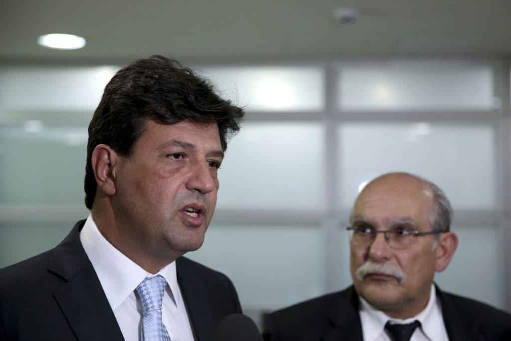 追加支援について語るマンデッタ保健相(Wilson Dias/Agência Brasil)
