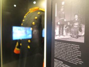 勝ち負け抗争の犠牲者の一人、脇山大佐の軍服も展示されている