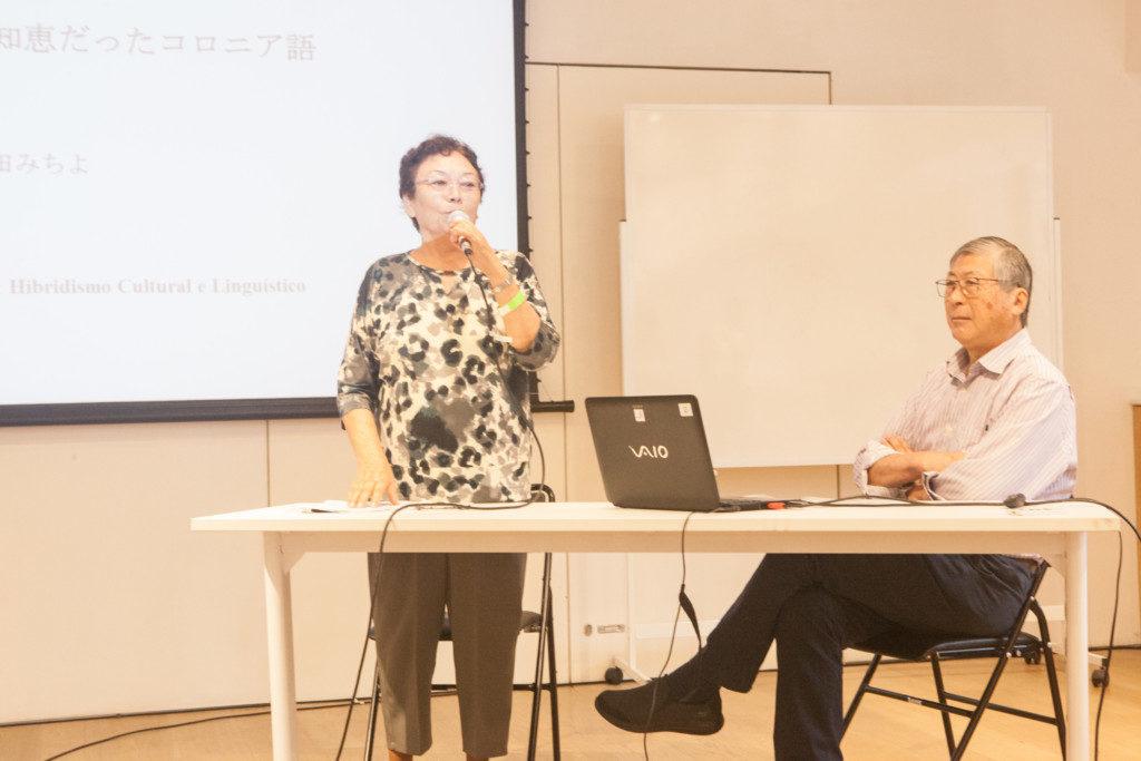 昨年末20、21日にジャパン・ハウスで開催されたシンポジウム「国際移動:ハイブリッドな文化・言語」で、この論考が発表されたときの様子(左が中田さん)