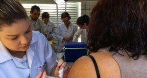 黄熱病予防ワクチン接種の様子(参考画像・Flavia Villela/Ag. Brasil)