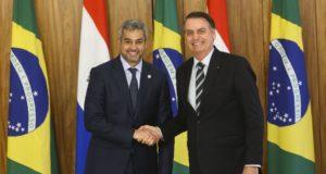 首脳会談後のボウソナロ大統領(右)とベネテス大統領(Antonio Cruz/ Agência Brasil)