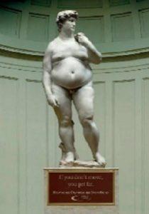 ファーストフードを常食した後のダビデの像(Latin post Yara Simon(staff@latinpost.com))