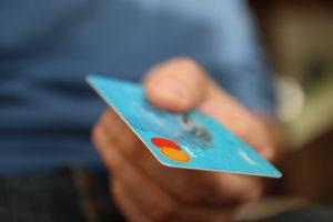 金利の自動優遇か個人情報保護か、消費者の決定次第だ(参考画像・Renato Quintella / flickr)