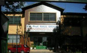 事件の発生した州立校の正門(Google Street Viewより)