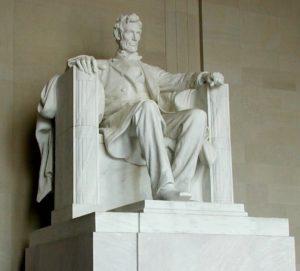 本来のリンカーン像(Daniel Chester French [Public domain])