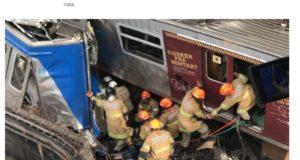 衝突車両に挟まれた運転士を救出する作業を行っている救助隊員ら(2月27日付G1サイトの記事の一部)