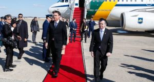 17日、米国に到着したボウソナロ大統領(Isac Nóbrega/PR)