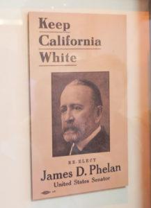 博物館の展示。「Keep California White」と書かれた選挙ポスター
