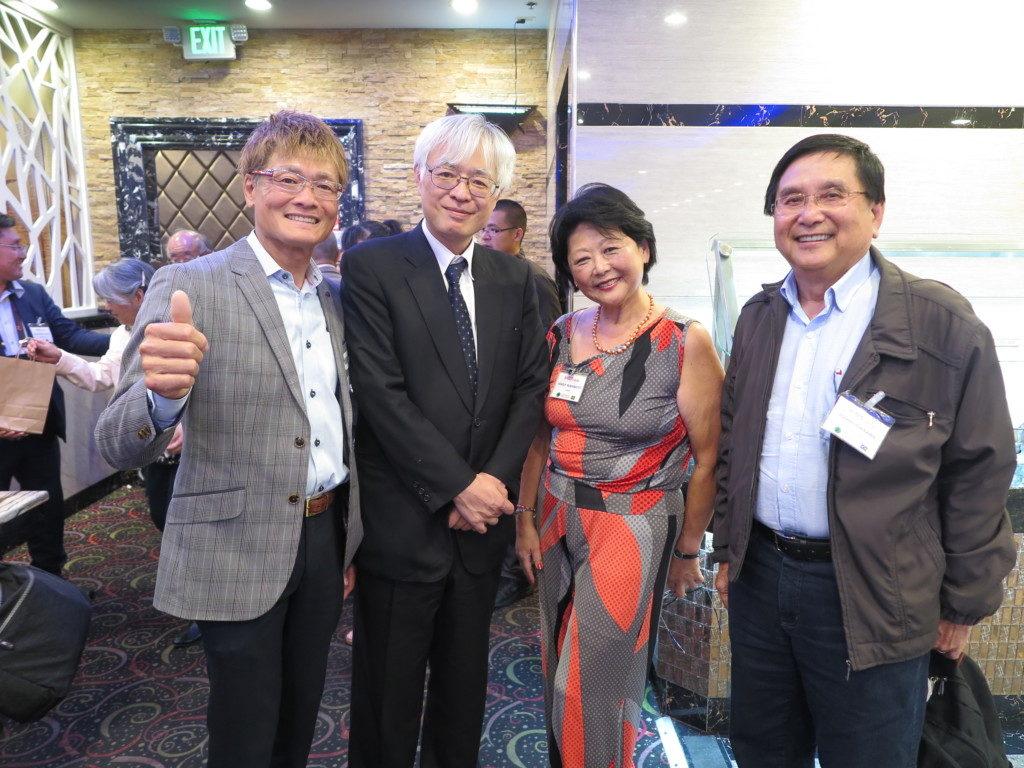 左から水谷ハッピー南加協議会会長、松尾浩樹首席領事、右が市川利雄団長