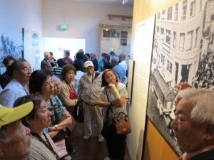 全米日系博物館を見学する一行