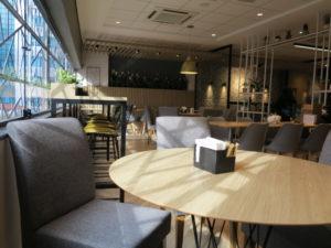 拡張された2階の喫茶スペース