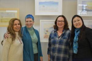 水彩画の講習に通うミランガさん(左から二番目)