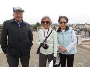 一行の福岡県人会元会長の松尾治さん、小枝子・デバインさん、安田千益子さん
