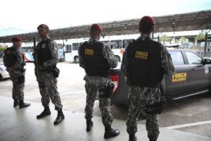 マナウス市内刑務所周辺地域で警備を行う国家治安部隊(Jose Cruz/Agencia Brasil)