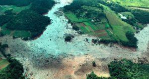 ダム決壊で大量の鉱滓の直撃を受けたブルマジーニョの航空写真(Isac Nóbrega/PR)