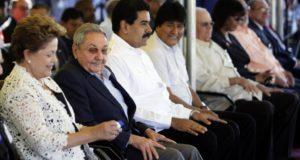 キューバのマリエル港の落成式に集まった左派政権の代表者達(左から)ブラジルのジウマ大統領(当時)、キューバのラウル・カストロ国家評議会議長(当時)、ベネズエラのマドゥーロ大統領、ボリビアのモラレス大統領(Ismael Francisco/Cubadebate)