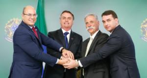 プラナウト宮での記者会見で(左から、リオ州知事、大統領、キャリー会長、フラヴィオ上議、Carolina Antunes/PR)