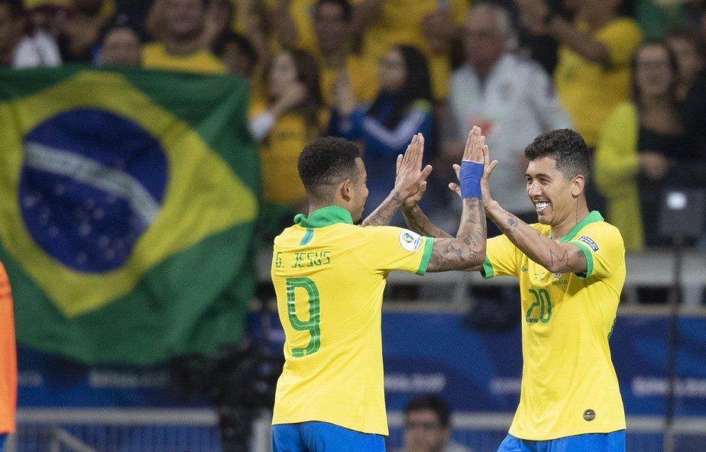 勝利の立役者のフィルミーノ(右)とガブリエル・ジェズス(Lucas Figueiredo/CBF)