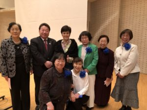 コロナ騒ぎの直前、2月19日に福島県いわき市の文化センター大ホールで開催されたチャリティーコンサートで撮ったもの。いわき市の清水敏男市長と、主催者であるいわき市地域婦人会連絡協議会の皆さんと中平マリコさん(後列中央)